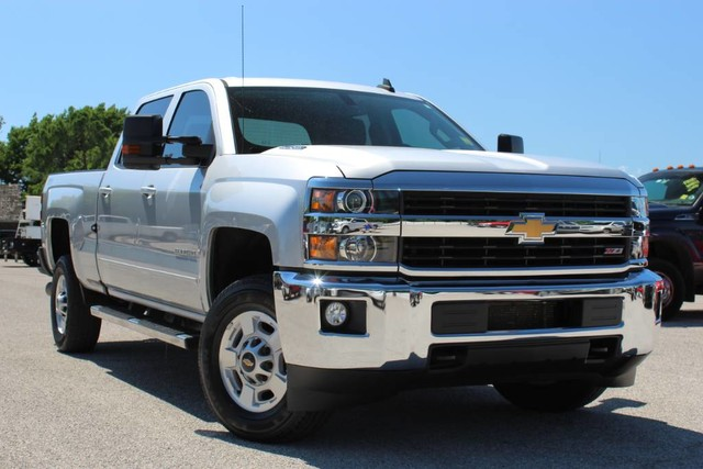 Carfax Used Trucks >> Pre Owned 2016 Chevrolet Silverado 2500hd Lt 4x4 6 6l Turbo Diesel