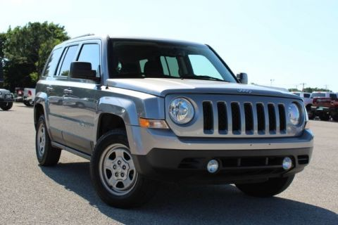 Pre-Owned 2017 Jeep Patriot Sport 4X4 VERY LOW MILES GOOD GAS MILEAGE